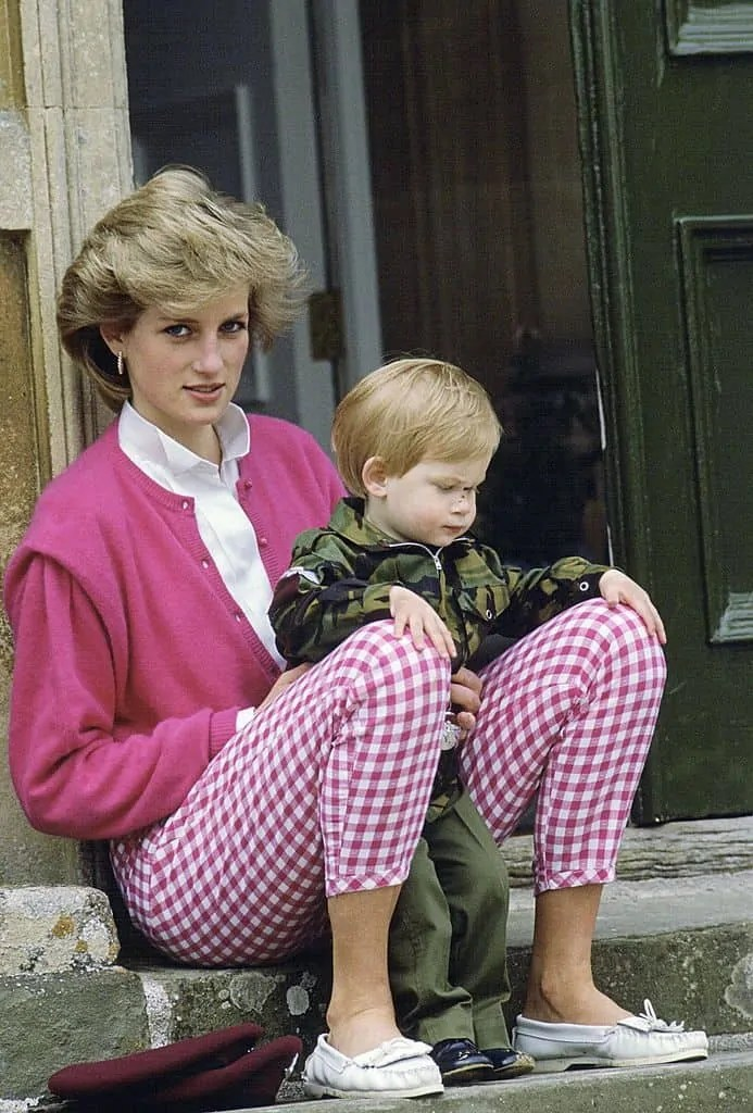 Princess Diana's Style: 150 Of The Most Iconic Princess Diana Fashion Moments 81