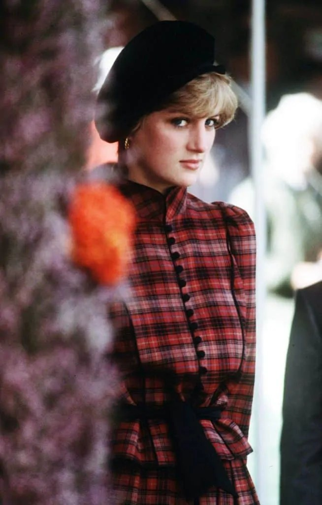 Princess Diana's Style: 150 Of The Most Iconic Princess Diana Fashion Moments 135