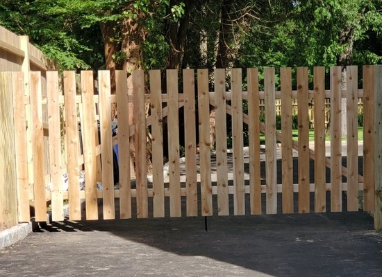 wood picket fence with flat tops