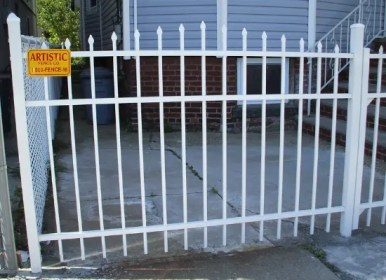 White crowned aluminum fence with finials