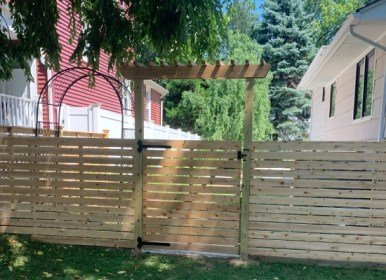 Horitzontal wood fence and flat top arbor
