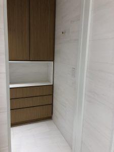 WC area in white dolomiti marble tile