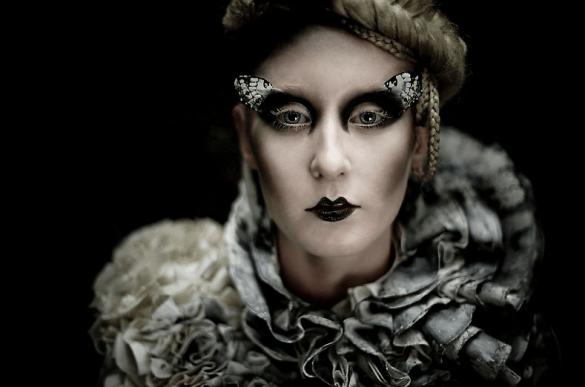 Screen shot 2010 11 03 at 12.15.40 AM 585x387 Kirsty Mitchell Escape Into Wonderland