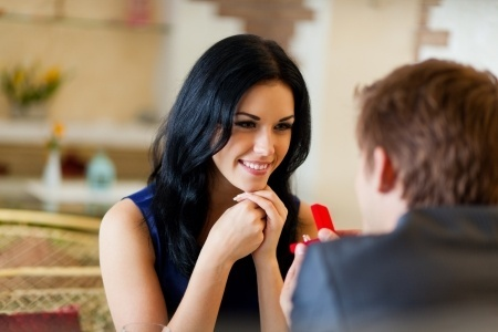 5 Conversation Topics to Keep a Woman Interested