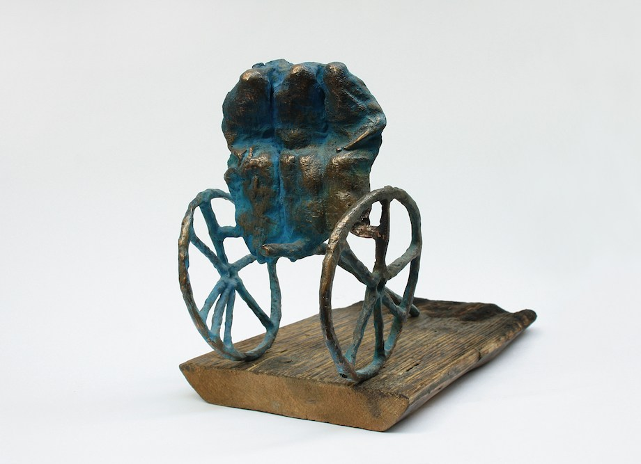 Title: MISSION Medium: patinated bronze, board Size: 15x21x28cm; 18x3x36,5cm