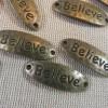 Connecteur gravé Believe bronze breloque martelé - lot de 5 pendentif