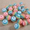 Perles rayure arc-en-ciel 8mm ronde en résine - lot de 20