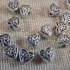 Perles cœur nœud celtique argenté vieilli 7mm - lot de 20