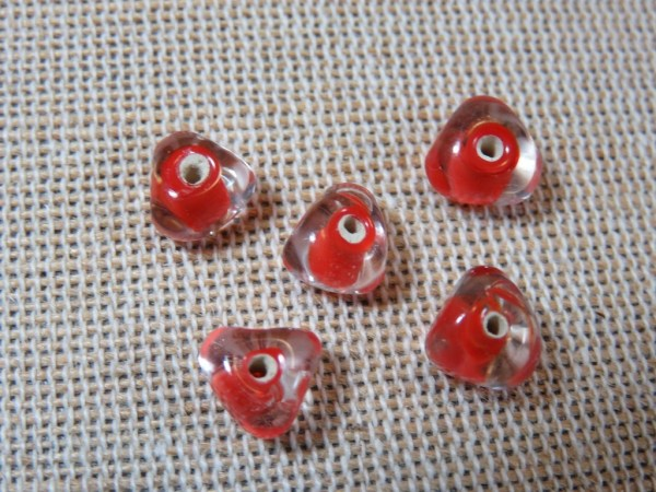 Perles lampwork triangle rouge 6mm géométrique - lot de 10