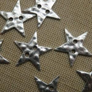Boutons étoile effet martelé ton argenté 21mm – lot de 5