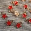 Breloques étoile rouge métal doré émaillé 8mm - lot de 10