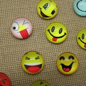 Cabochons Emoji dôme en verre 12mm dos plat à coller – lot de 10