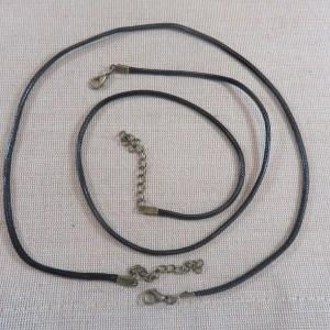 Collier cordon cuir noir 50cm avec chaînette et mousqueton bronze – lot de 5
