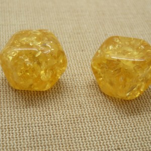 Grande perle cube facetté jaune 18mm acrylique – lot de 2