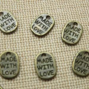 Breloques étiquette métal bronze gravé made with Love – lot de 10