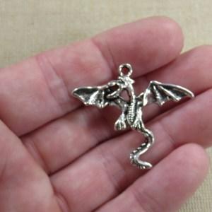 Pendentif Dragon ailé argenté en métal