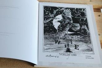 Sandman Exhibition Catalog. Grains of Sand: 25 Years of The Sandman - dodatkowy print z autografami.