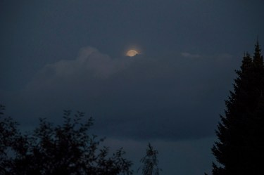 moon_in_cloud_0230