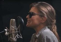 Melody Gardot – hudba ji pomohla zvítězit nad osudem a teď hudbou sama pomáhá