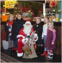 Weihnachtsmann im Hofladen unterwegs