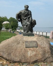 The only monument to a barge hauler in the world, the town of Rybinsk, Russia