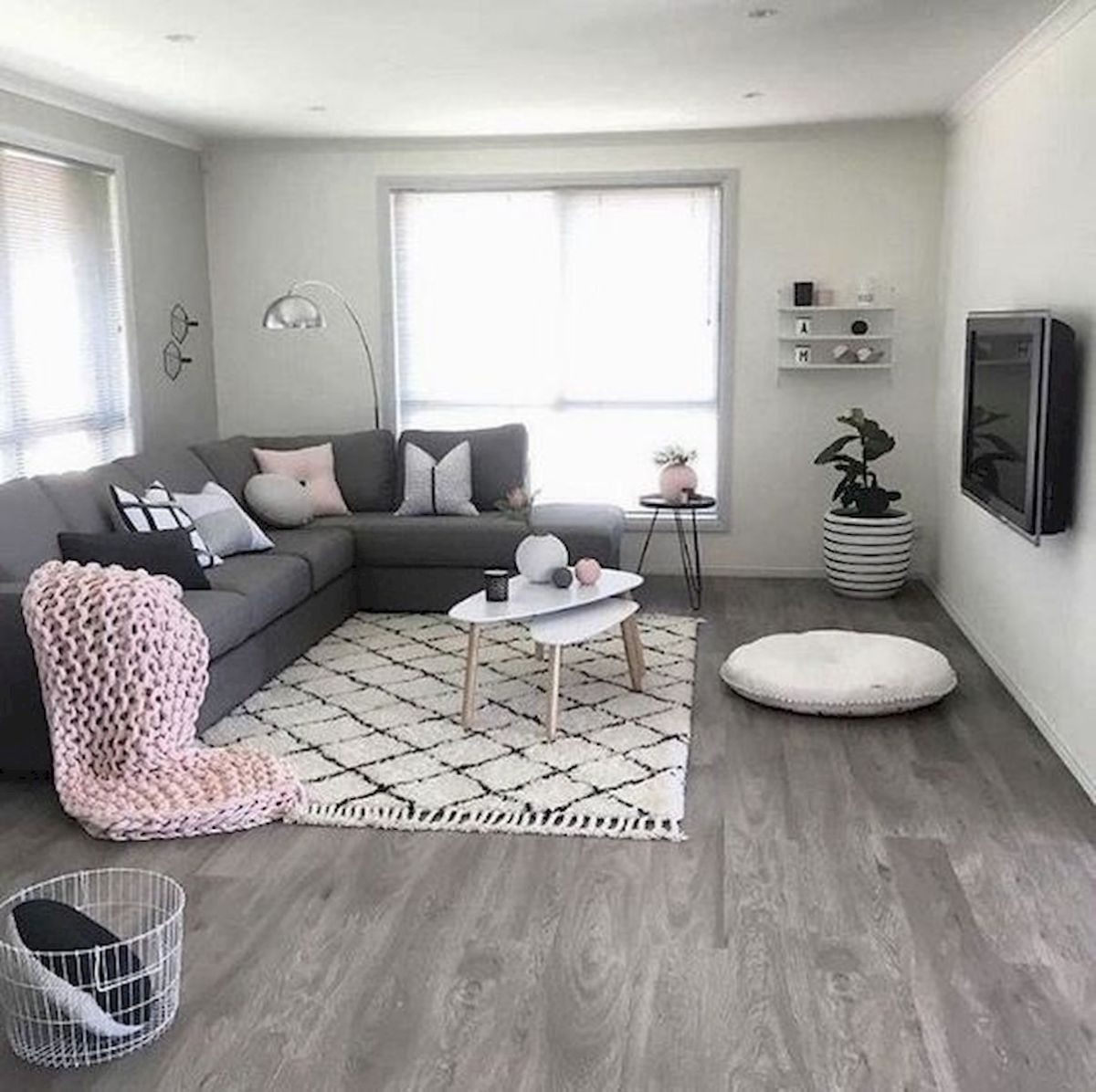 50 Best Living Room Decor Ideas With Artwork Rugs (25)