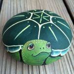 50 Easy DIY Painted Rocks Ideas Perfect For Beginners (33)