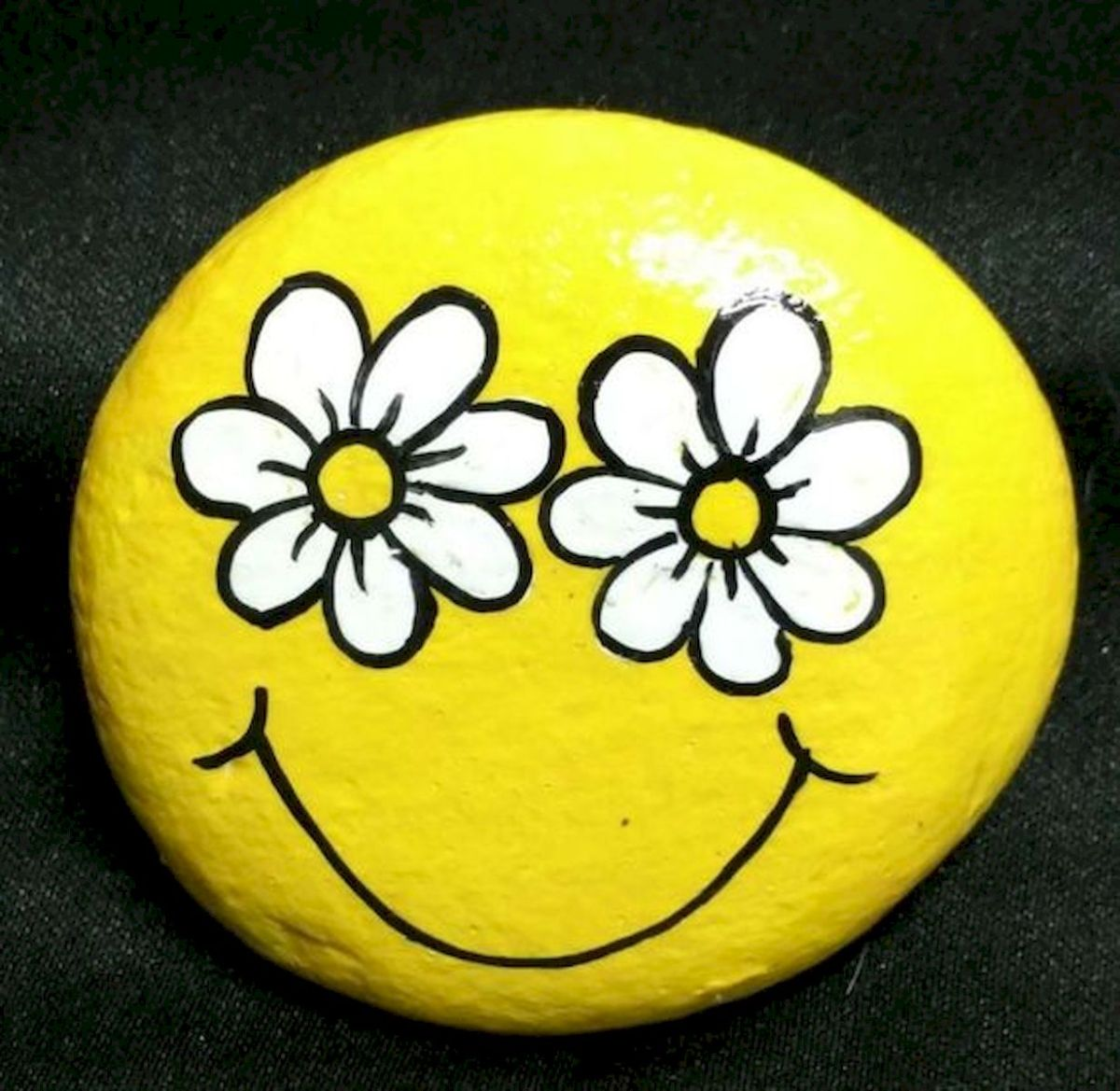 50 Easy DIY Painted Rocks Ideas Perfect For Beginners (40)