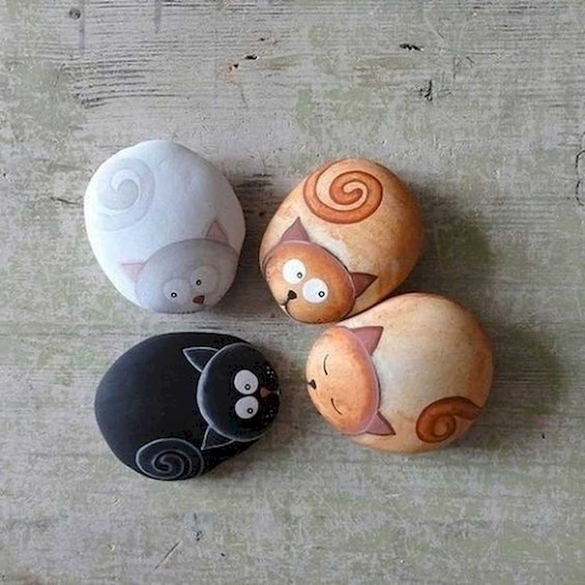 50 Easy DIY Painted Rocks Ideas Perfect For Beginners (46)