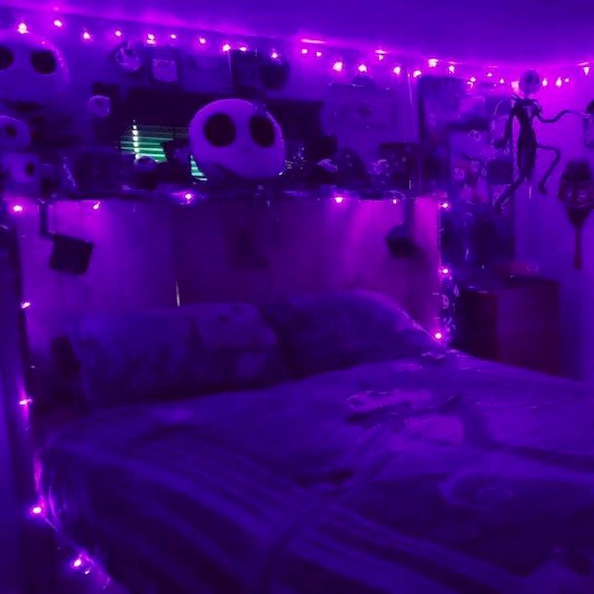 34 Gorgeous Halloween Bedroom Decor Ideas (7)