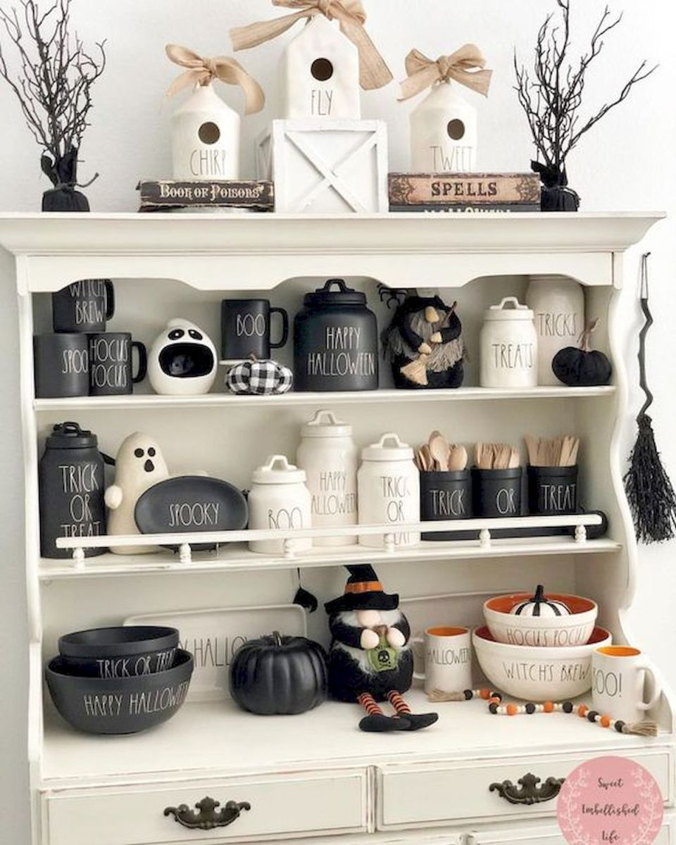 46 Gorgeous Halloween Kitchen Cabinets Decor Ideas (4)