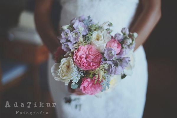bouquet de novia con rosas de jardín