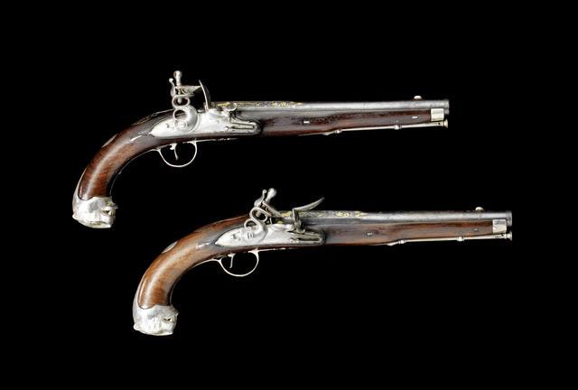 Пара кремнёвых пистолетов в серебряной оправе из личного арсенала Типу Султана