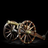 Бронзовая пушка на полевом лафете