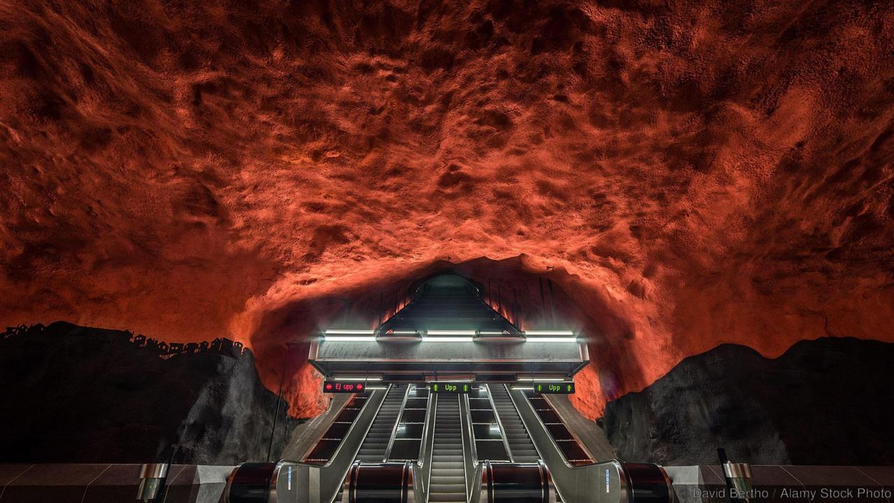 """Пещера чернокнижника - станция метро """"Сольна Сентрум"""", Стокгольм"""