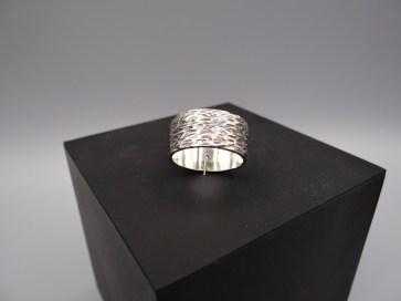 Arto Edelsmeden- Oxyde en hamerslag zilveren ring,