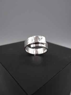 Arto Edelsmeden- Smalle zilveren ring met bolhamer op overslag