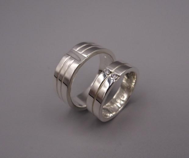 Zilveren ringen stellendag zaaglijn en dubbele zirkonia zetting Arto Edelsmeden