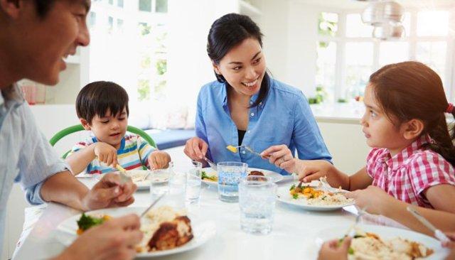 Family Dinner_Photo_01