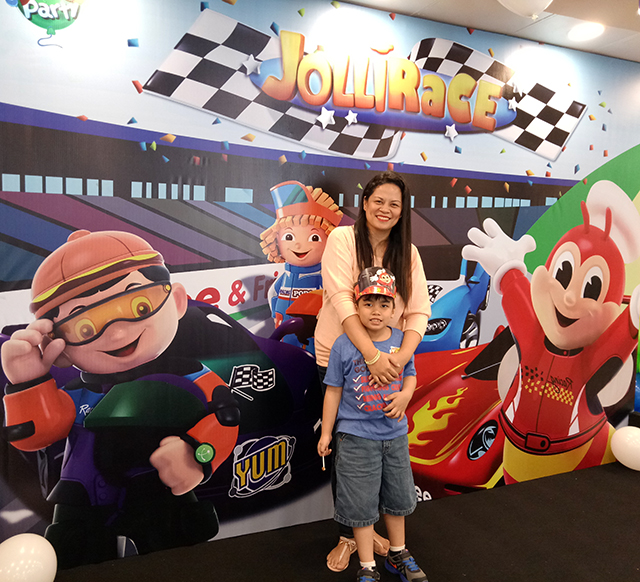 Jollibee new birthday party theme jollirace during the event jael got to play join a game and color he took home party goodies to go with his jolly cool memories of the event stopboris