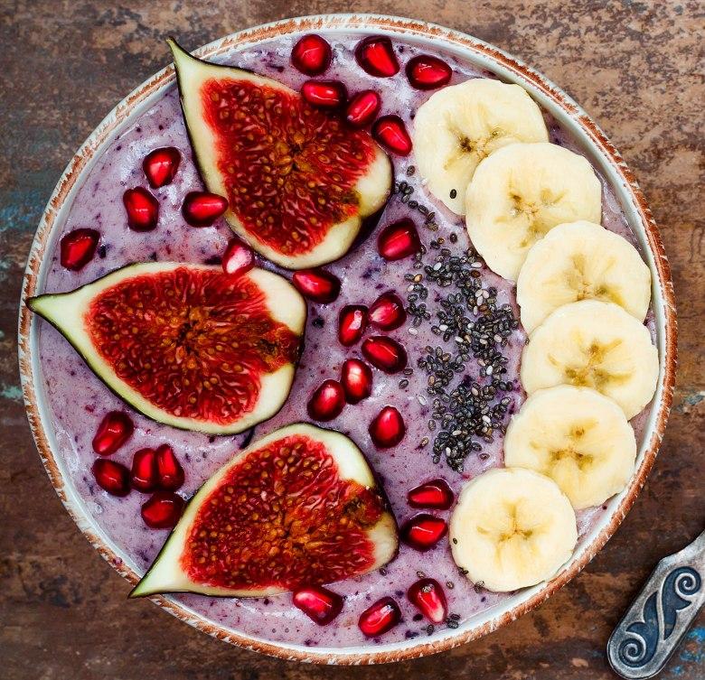 Blueberry rooibos smoothie bowl