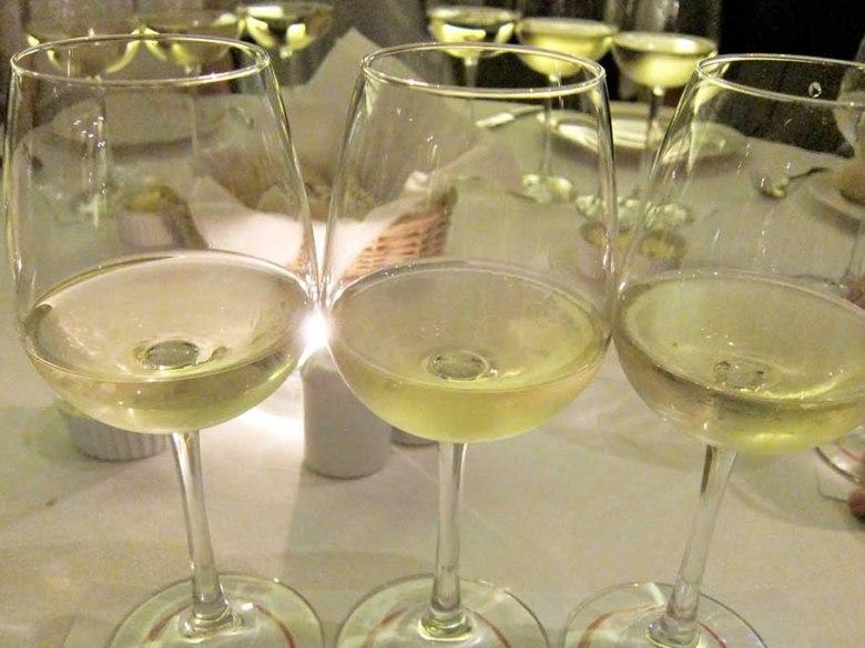 cav 2 white wine flight