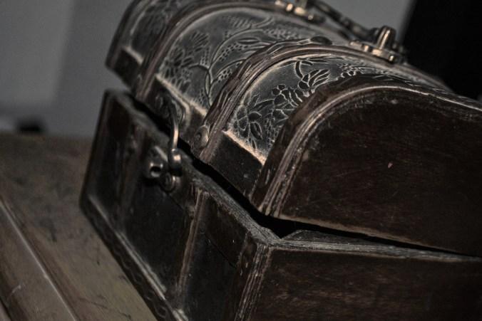 box-751999_1920