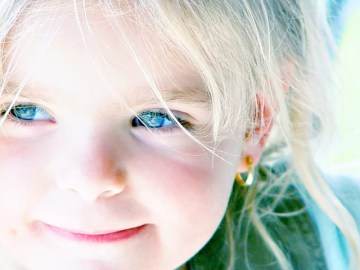 girl-blue-eyes