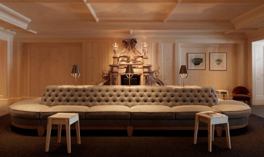 """Public Area. Alte Formen und Materialien neu interpretiert. Das """"Sofa"""" wird zum Sammelplatz und lädt ein zum verweilen - auch für """"Viele""""!"""