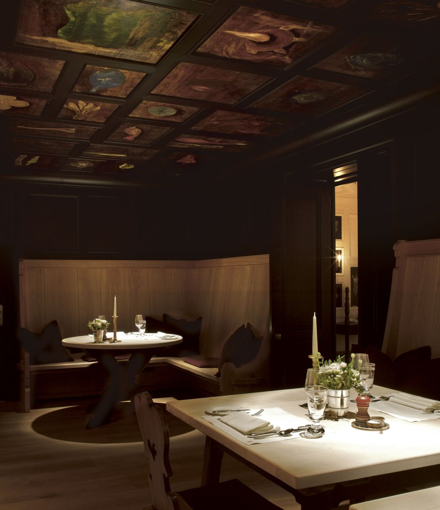 Die Wunderkammer mit der Gemäldedecke von Paul Renner bietet nicht nur ein einzigartiges Flair sondern auch eine zeitgemäße alpine Küche mit Altösterreichischen Wurzeln.