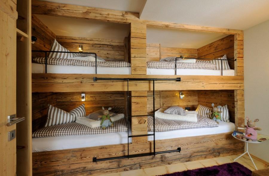 Bei drei Schlafzimmern mit Doppelbetten und einem Kinderzimmer im Chalet können auch (Groß-)Familien zusammenkommen.