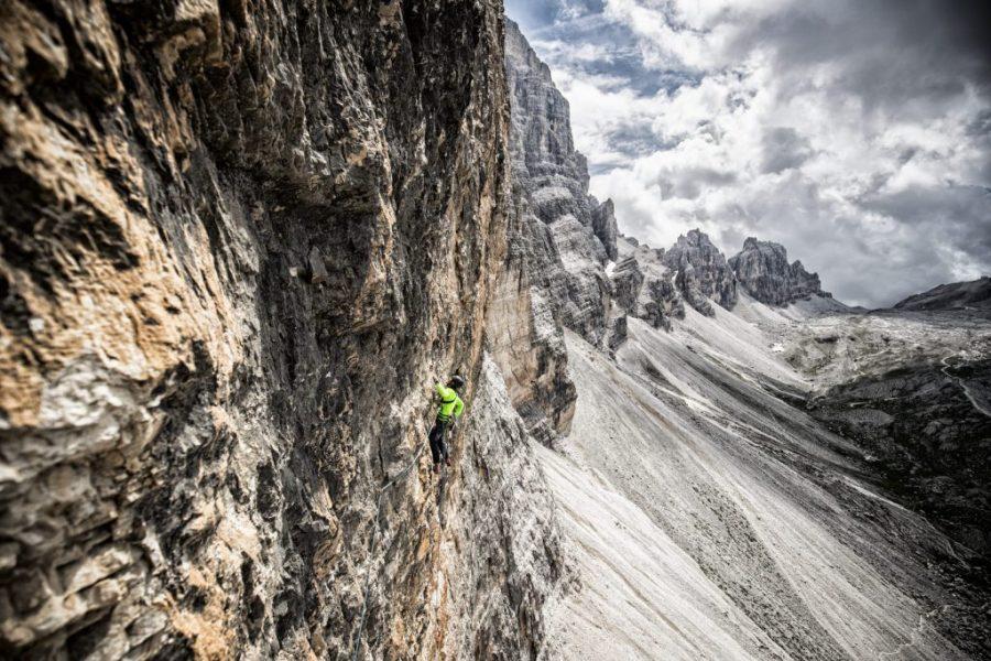 Simon Gietl an der Cima Scotoni Westwand: Simon - Gerry Route: 21 Seillängen mit Schwierigkeitsgrad 8+.