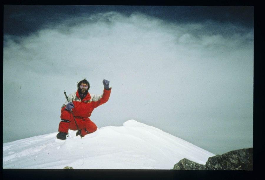 In der Biografie von Hans Kammerlander stehen mehr als 2500 Klettertouren, rund 50 Erstbegehungen und 60 Alleinbegehungen großer Alpenwände. Er bestieg zwölf der vierzehn Achttausender. Sieben davon an der Seite von Reinhold Messner.
