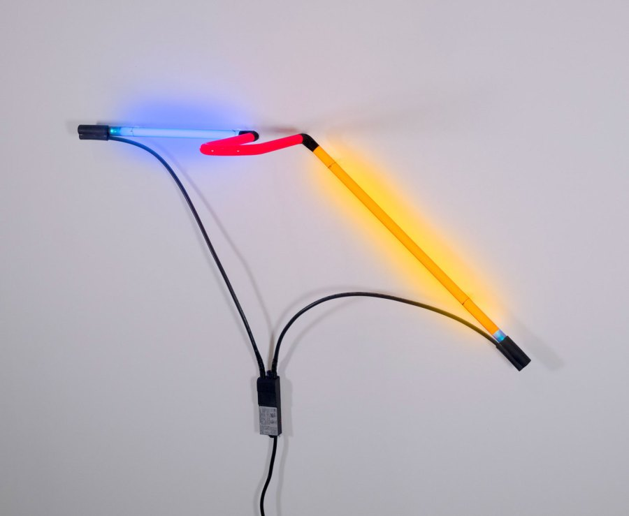 Drone A | Portal Variation Series | 2014/2020 | Neon, Kabel, Transformer, Foto: © Caterina Verde Courtesy of the Artist